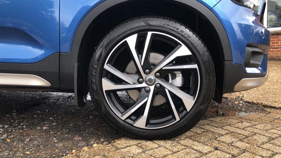 Volvo XC40 T5 R Design Pro AWD Auto, Keyless Drive, Active Bending LED Lights, Nav Pro, DAB, Styling Kit image 19