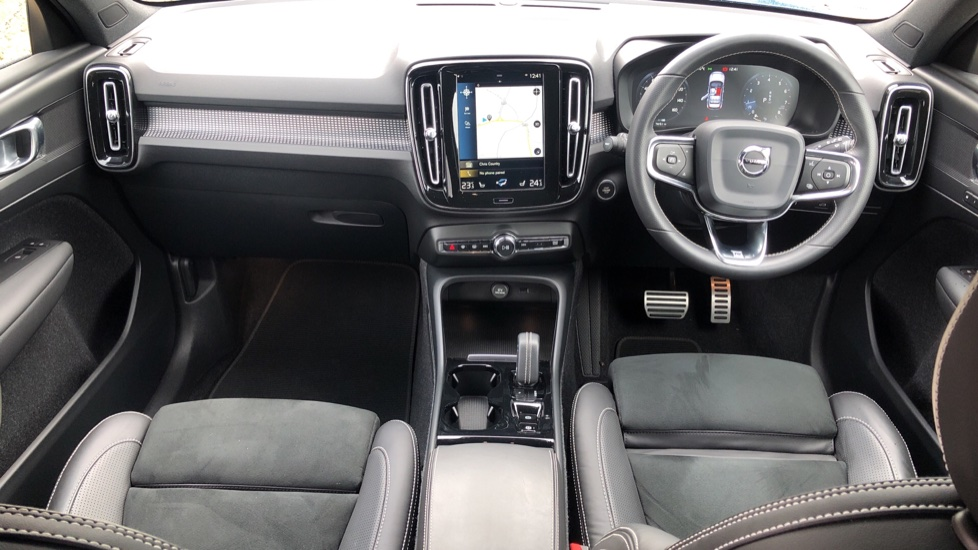Volvo XC40 T5 R Design Pro AWD Auto, Keyless Drive, Active Bending LED Lights, Nav Pro, DAB, Styling Kit image 9