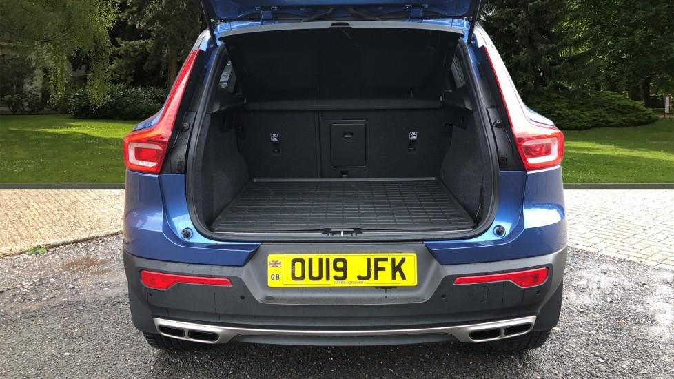 Volvo XC40 T5 R Design Pro AWD Auto, Keyless Drive, Active Bending LED Lights, Nav Pro, DAB, Styling Kit image 30