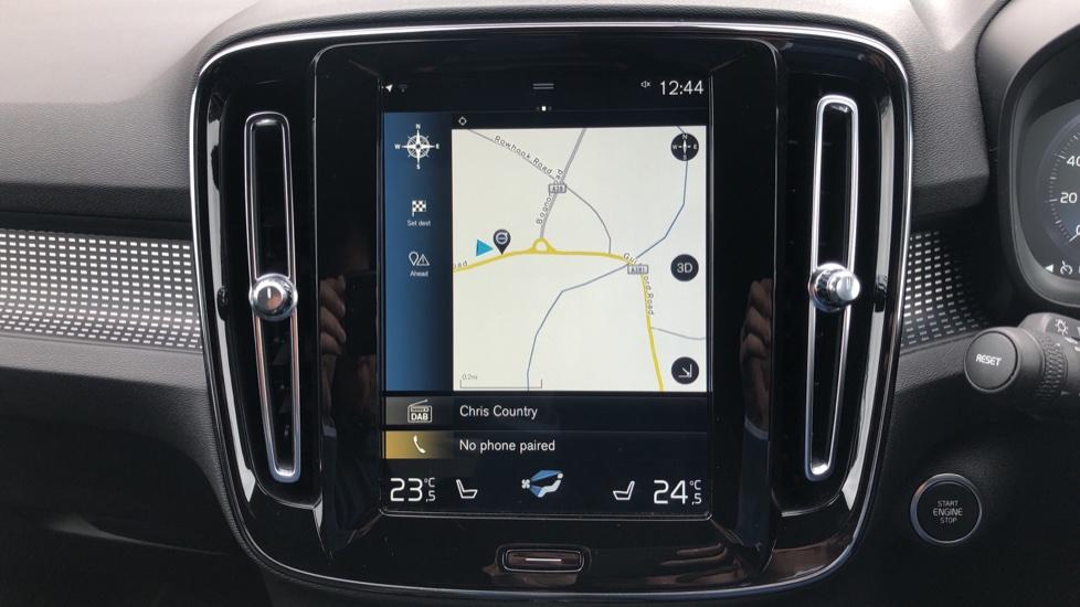 Volvo XC40 T5 R Design Pro AWD Auto, Keyless Drive, Active Bending LED Lights, Nav Pro, DAB, Styling Kit image 5