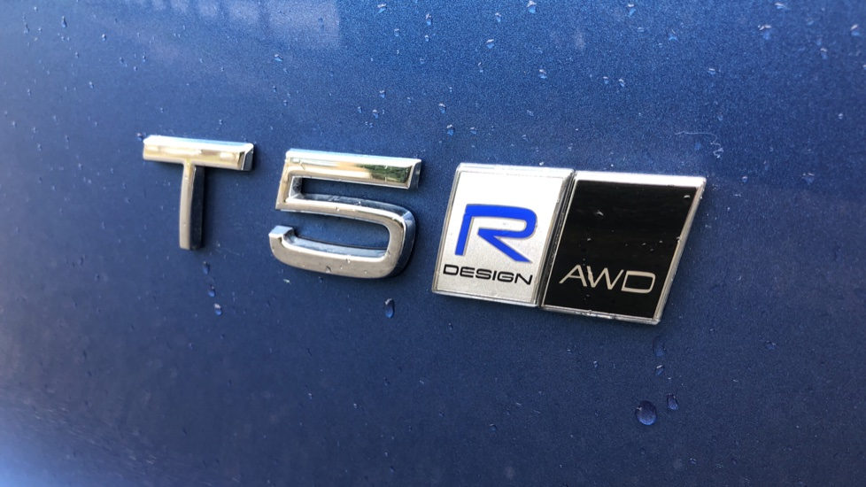 Volvo XC40 T5 R Design Pro AWD Auto, Keyless Drive, Active Bending LED Lights, Nav Pro, DAB, Styling Kit image 35