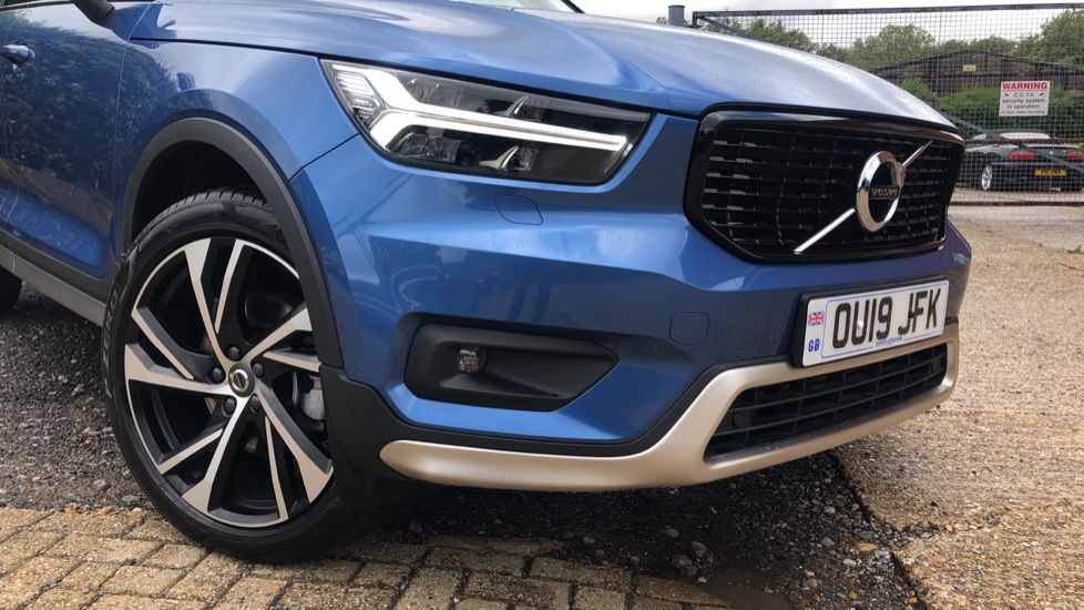 Volvo XC40 T5 R Design Pro AWD Auto, Keyless Drive, Active Bending LED Lights, Nav Pro, DAB, Styling Kit image 20