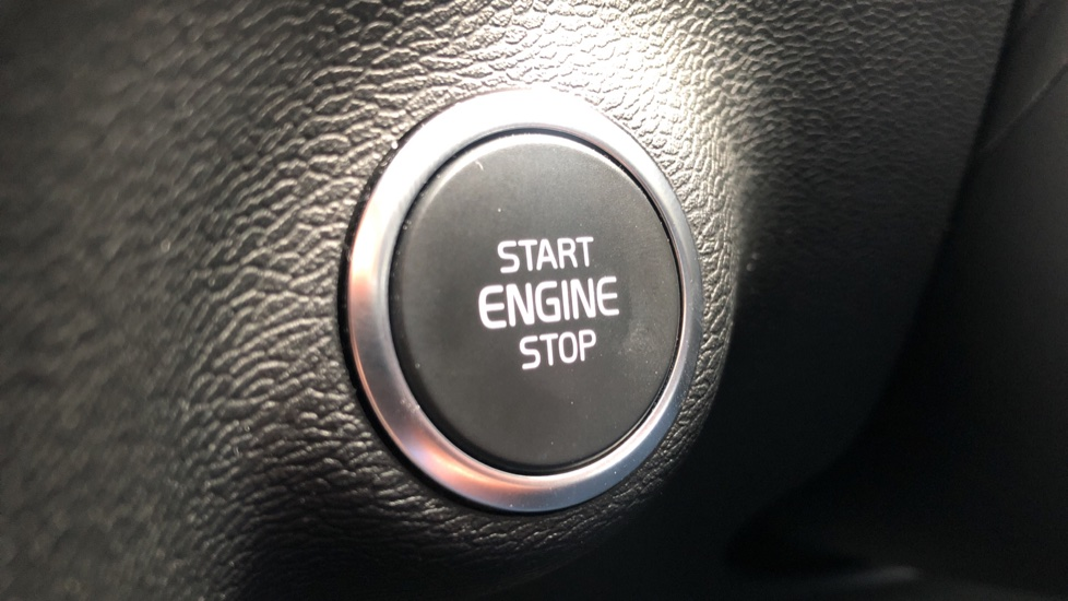Volvo XC40 T5 R Design Pro AWD Auto, Keyless Drive, Active Bending LED Lights, Nav Pro, DAB, Styling Kit image 14