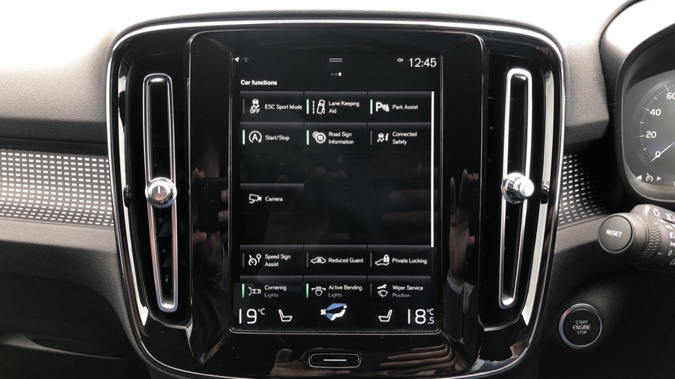 Volvo XC40 T5 R Design Pro AWD Auto, Keyless Drive, Active Bending LED Lights, Nav Pro, DAB, Styling Kit image 25