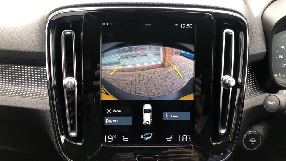 Volvo XC40 T5 R Design Pro AWD Auto, Keyless Drive, Active Bending LED Lights, Nav Pro, DAB, Styling Kit image 7