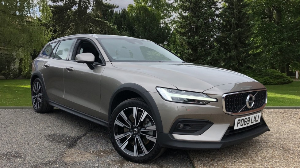 Volvo V60 D4 AWD Cross Country Nav Plus Auto, Winter Pk, Pan Roof, 360 Camera, Self Park & BLIS 2.0 Diesel Automatic 5 door 4x4 (2019) image