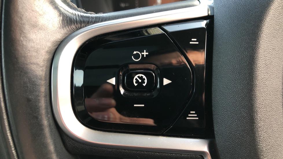 Volvo XC90 D5 Momentum AWD Auto, Xenium, Family & Winter Packs, Sunroof, 360 Camera, BLIS, Apple CarPlay image 17