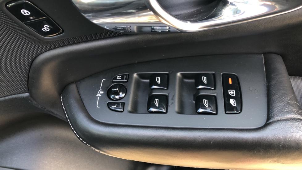 Volvo XC90 D5 Momentum AWD Auto, Xenium, Family & Winter Packs, Sunroof, 360 Camera, BLIS, Apple CarPlay image 37