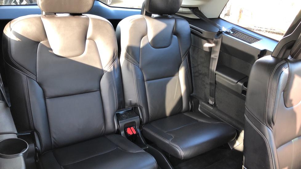 Volvo XC90 D5 Momentum AWD Auto, Xenium, Family & Winter Packs, Sunroof, 360 Camera, BLIS, Apple CarPlay image 24