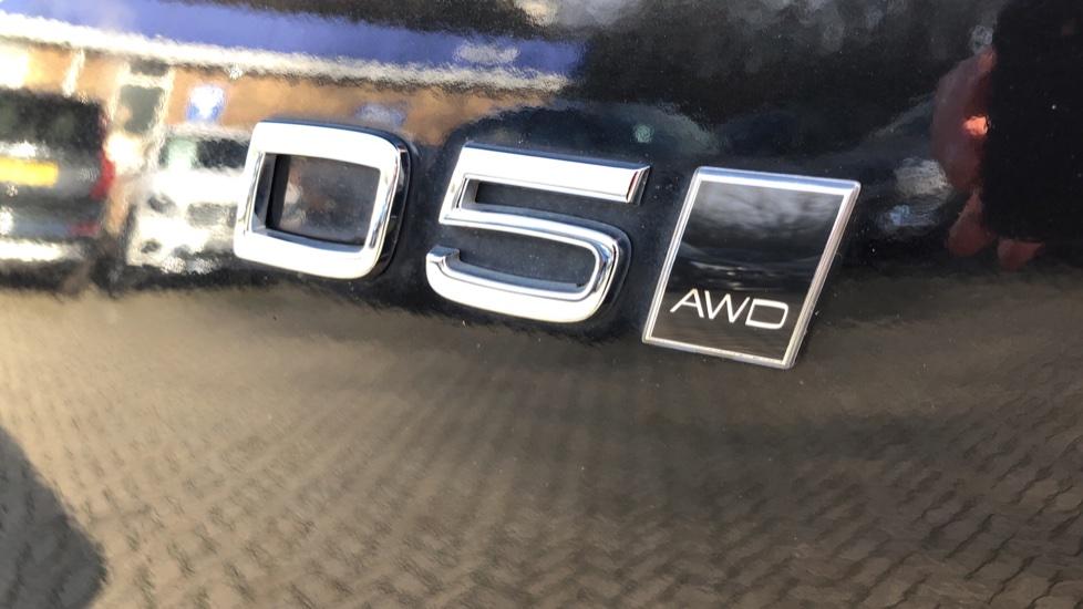 Volvo XC90 D5 Momentum AWD Auto, Xenium, Family & Winter Packs, Sunroof, 360 Camera, BLIS, Apple CarPlay image 38