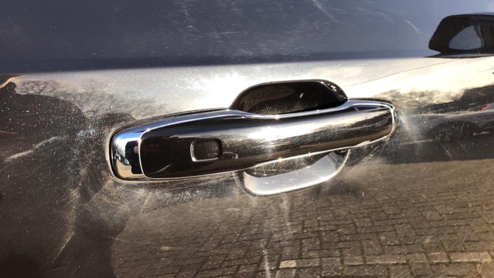 Volvo XC90 D5 Momentum AWD Auto, Xenium, Family & Winter Packs, Sunroof, 360 Camera, BLIS, Apple CarPlay image 10
