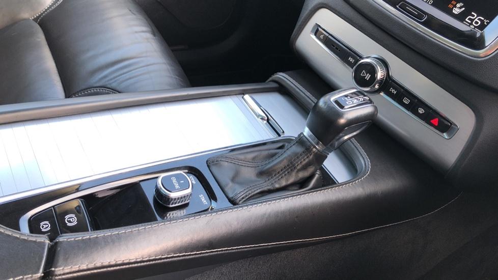 Volvo XC90 D5 Momentum AWD Auto, Xenium, Family & Winter Packs, Sunroof, 360 Camera, BLIS, Apple CarPlay image 28