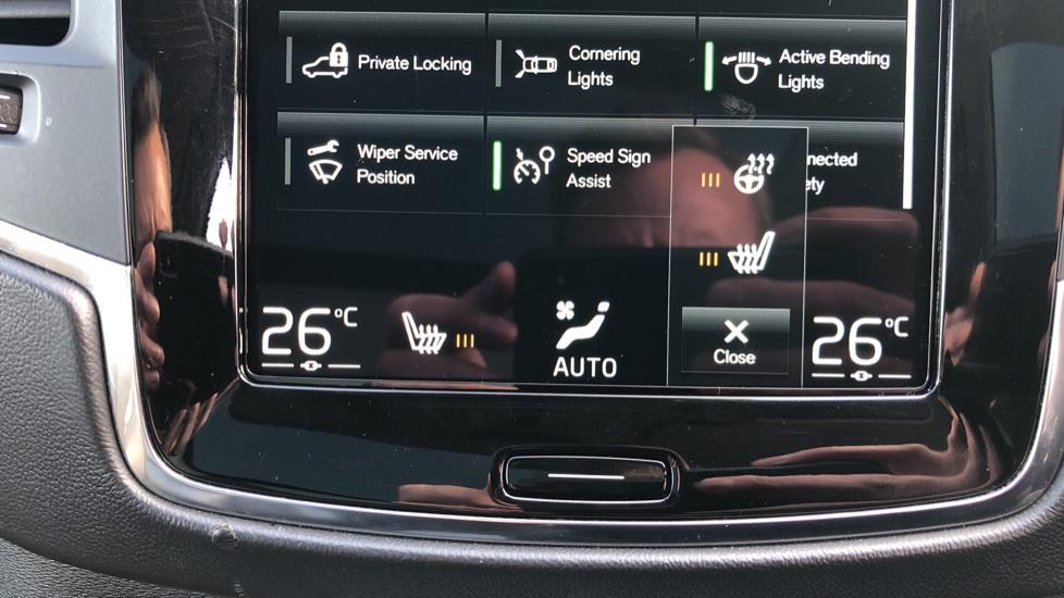 Volvo XC90 D5 Momentum AWD Auto, Xenium, Family & Winter Packs, Sunroof, 360 Camera, BLIS, Apple CarPlay image 21