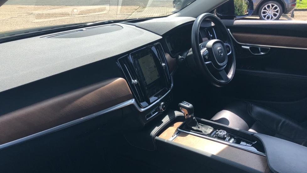 Volvo V90 D5 PwrPulse Inscription AWD AT, Winter Pk, HUD, RCam, 4Zone AC, SPhone Int, Active Lights, Tints. image 14