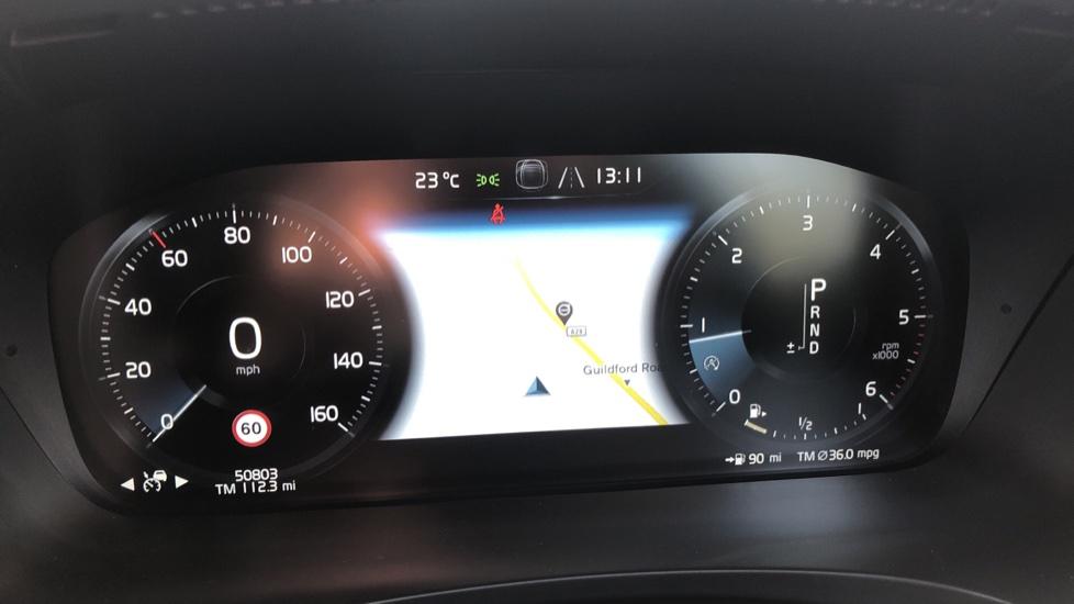 Volvo V90 D5 PwrPulse Inscription AWD AT, Winter Pk, HUD, RCam, 4Zone AC, SPhone Int, Active Lights, Tints. image 7