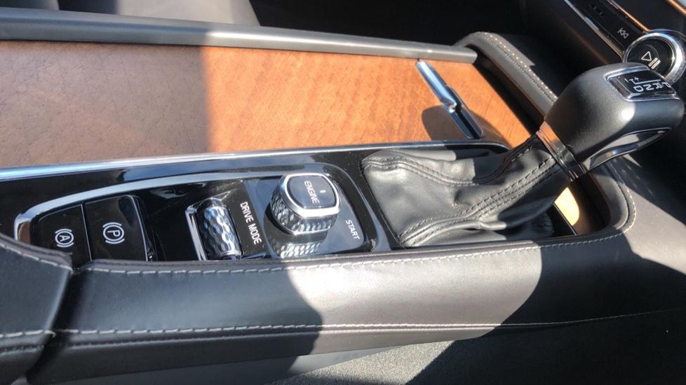 Volvo V90 D5 PwrPulse Inscription AWD AT, Winter Pk, HUD, RCam, 4Zone AC, SPhone Int, Active Lights, Tints. image 23