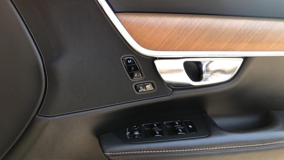 Volvo V90 D5 PwrPulse Inscription AWD AT, Winter Pk, HUD, RCam, 4Zone AC, SPhone Int, Active Lights, Tints. image 25