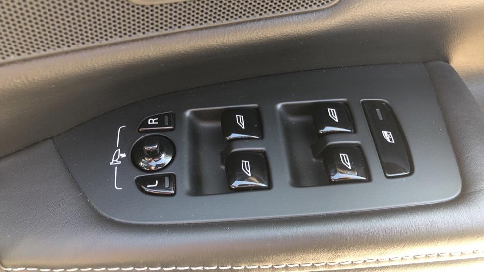 Volvo V90 D5 PwrPulse Inscription AWD AT, Winter Pk, HUD, RCam, 4Zone AC, SPhone Int, Active Lights, Tints. image 26