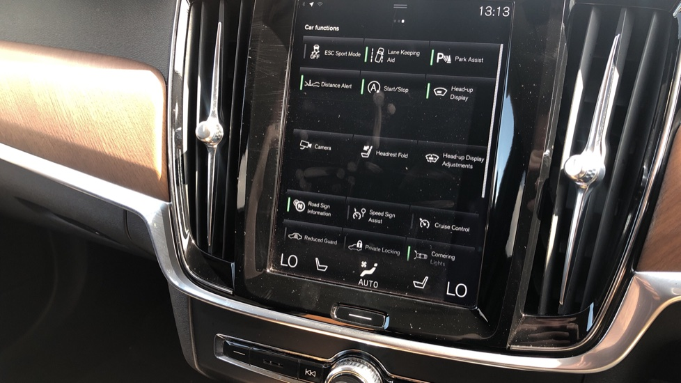 Volvo V90 D5 PwrPulse Inscription AWD AT, Winter Pk, HUD, RCam, 4Zone AC, SPhone Int, Active Lights, Tints. image 12