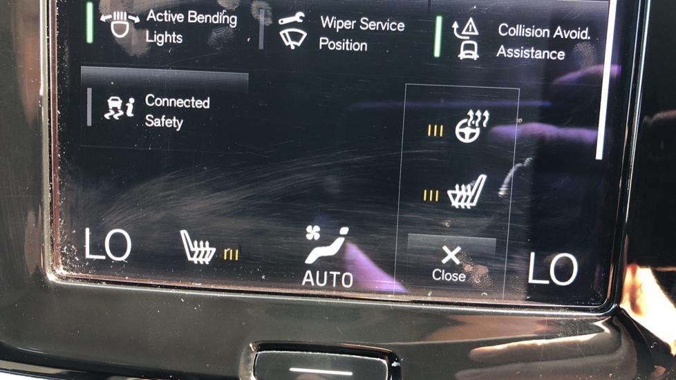 Volvo V90 D5 PwrPulse Inscription AWD AT, Winter Pk, HUD, RCam, 4Zone AC, SPhone Int, Active Lights, Tints. image 9