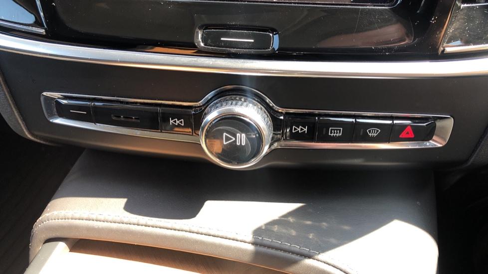 Volvo V90 D5 PwrPulse Inscription AWD AT, Winter Pk, HUD, RCam, 4Zone AC, SPhone Int, Active Lights, Tints. image 28
