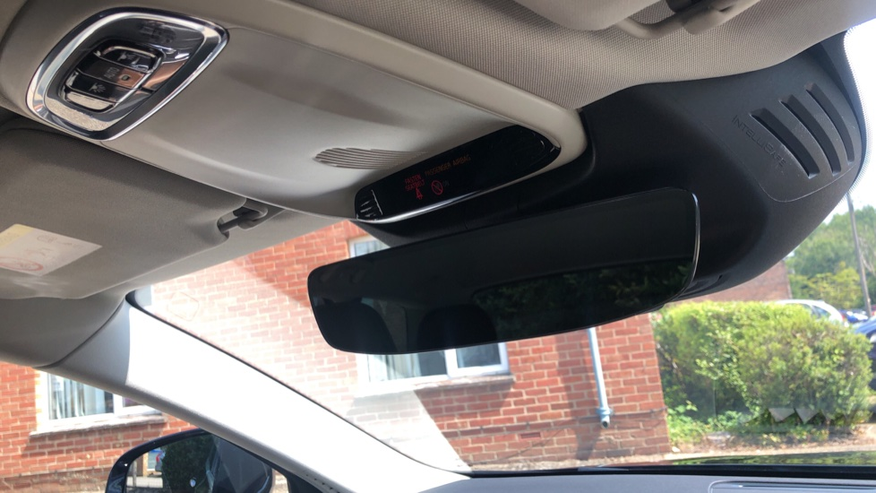 Volvo V90 D5 PwrPulse Inscription AWD AT, Winter Pk, HUD, RCam, 4Zone AC, SPhone Int, Active Lights, Tints. image 29