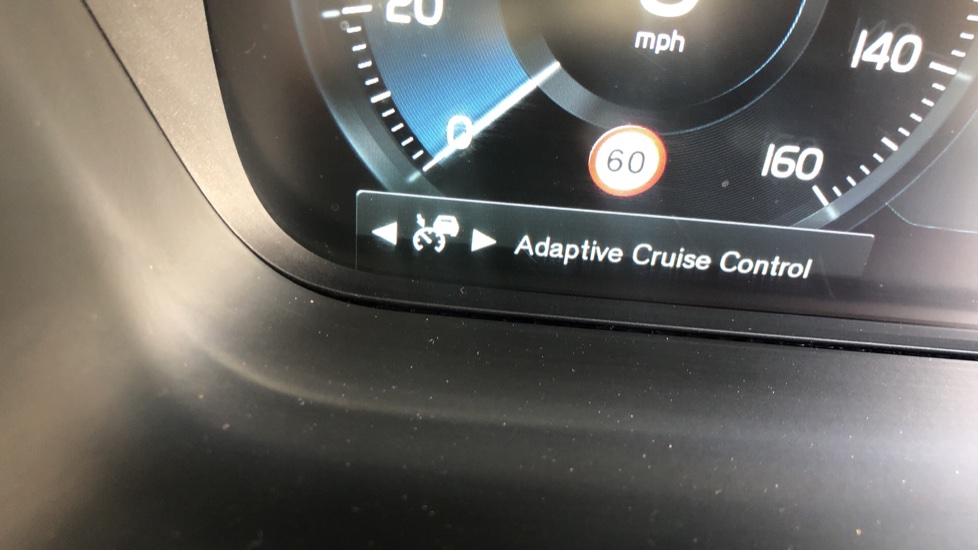 Volvo V90 D5 PwrPulse Inscription AWD AT, Winter Pk, HUD, RCam, 4Zone AC, SPhone Int, Active Lights, Tints. image 16