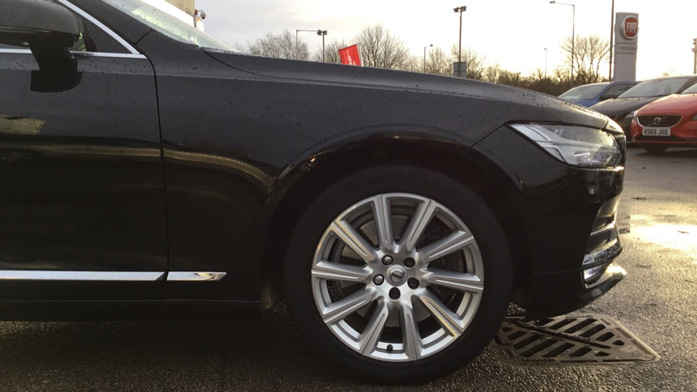Volvo S90 2.0 D5 PowerPulse Inscription AWD Geartronic with Winter Pack image 5