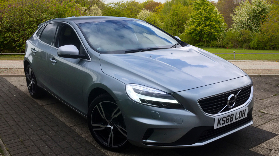 Volvo V40 T3 [152] R DESIGN Pro  - Xenium and Winter Packs, Volvo on Call 2.0 5 door Hatchback (2018) image