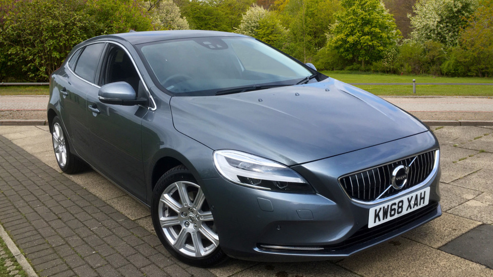 Volvo V40 T2 [122] Inscription - Intellisafe, Xenium and Winter Packs 2.0 5 door Hatchback (2019) image