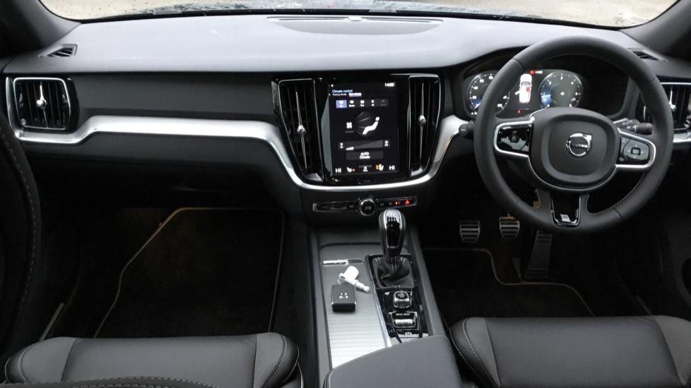 Volvo V60 2.0 D3 R DESIGN 5dr - Volvo on Call, DAB Radio, SAT NAV, Park Assist image 6