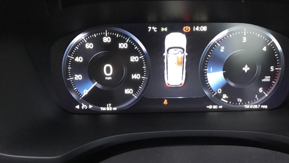 Volvo V60 2.0 D3 R DESIGN 5dr - Volvo on Call, DAB Radio, SAT NAV, Park Assist image 7