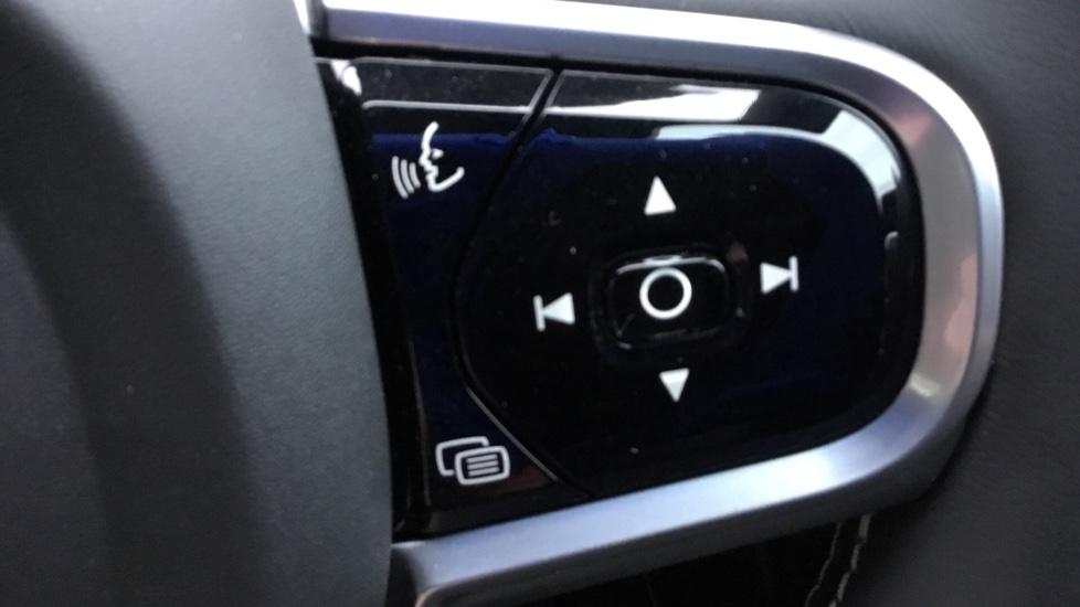 Volvo V60 2.0 D3 R DESIGN 5dr - Volvo on Call, DAB Radio, SAT NAV, Park Assist image 11