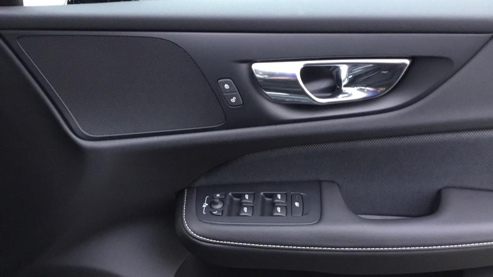 Volvo V60 2.0 D3 R DESIGN 5dr - Volvo on Call, DAB Radio, SAT NAV, Park Assist image 15