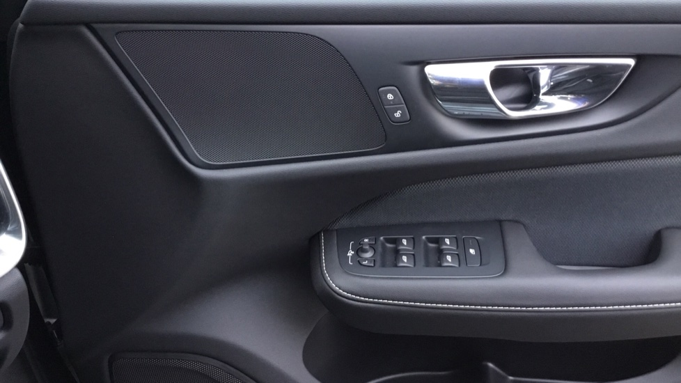 Volvo V60 2.0 D3 R DESIGN 5dr - Volvo on Call, DAB Radio, SAT NAV, Park Assist image 16