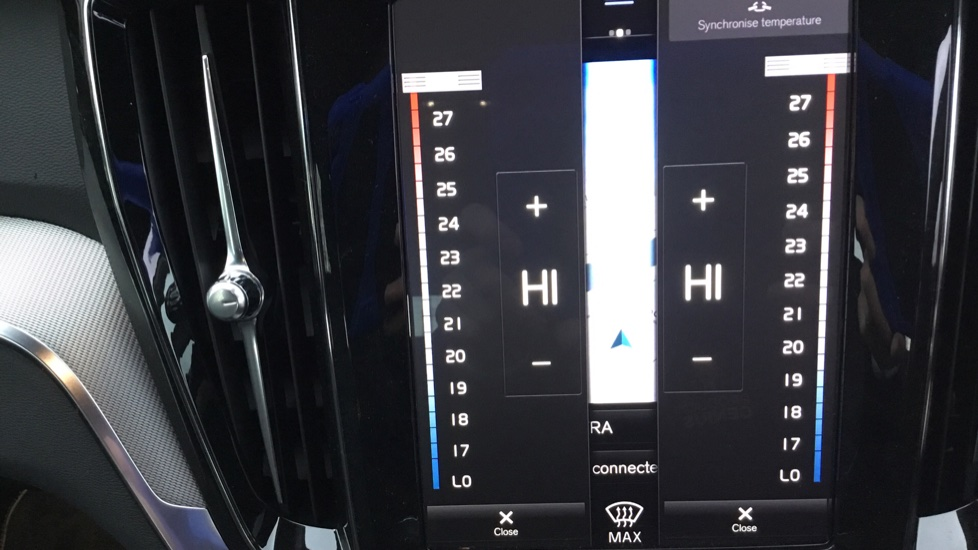 Volvo V60 2.0 D3 R DESIGN 5dr - Volvo on Call, DAB Radio, SAT NAV, Park Assist image 22