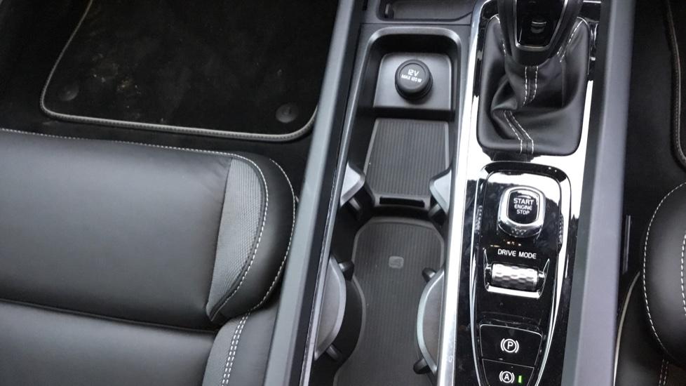 Volvo V60 2.0 D3 R DESIGN 5dr - Volvo on Call, DAB Radio, SAT NAV, Park Assist image 27