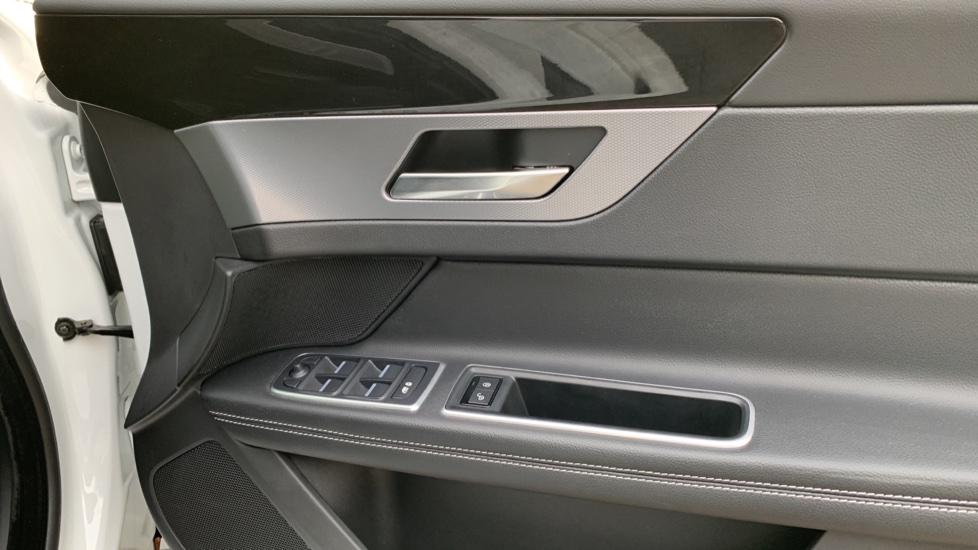 Jaguar XF 2.0d [180] R-Sport with Sat Nav and Rear Parking Camera image 16