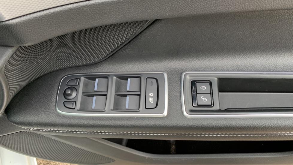 Jaguar XF 2.0d [180] R-Sport with Sat Nav and Rear Parking Camera image 17