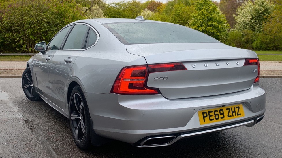 Volvo S90 2.0 D4 R DESIGN Geartronic - Driver Support, SAT NAV, DAB, BLIS image 2