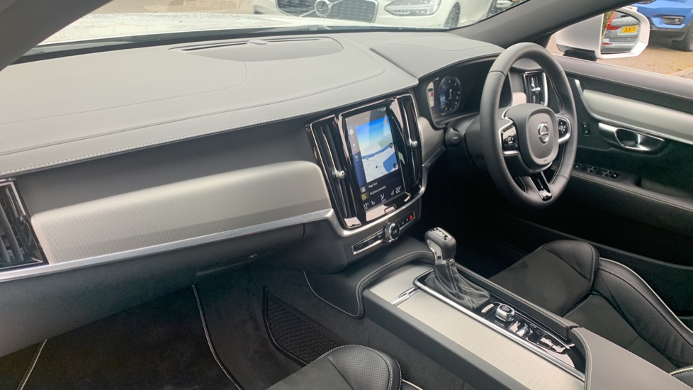 Volvo S90 2.0 D4 R DESIGN Geartronic - Driver Support, SAT NAV, DAB, BLIS image 3