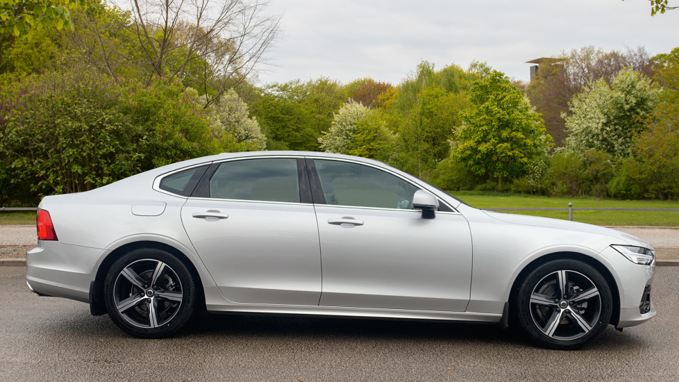 Volvo S90 2.0 D4 R DESIGN Geartronic - Driver Support, SAT NAV, DAB, BLIS image 4