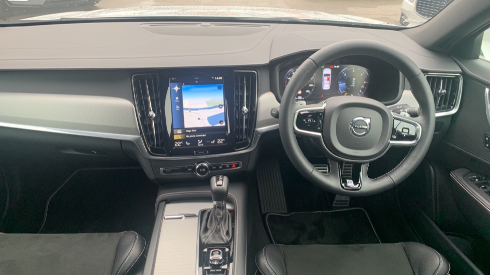 Volvo S90 2.0 D4 R DESIGN Geartronic - Driver Support, SAT NAV, DAB, BLIS image 6