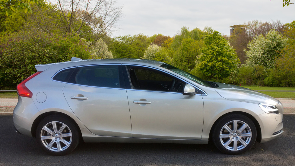 Volvo V40 D3 [4 Cyl 152] Inscription - Front Park Assist, Volvo on Call, Power Seating image 4