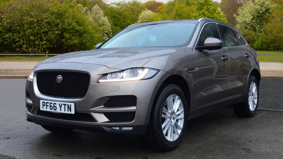 Jaguar F-PACE 2.0d Portfolio 5dr AWD w. Sat Nav, Panoramic Roof and Rear Parking Camera image 9 thumbnail