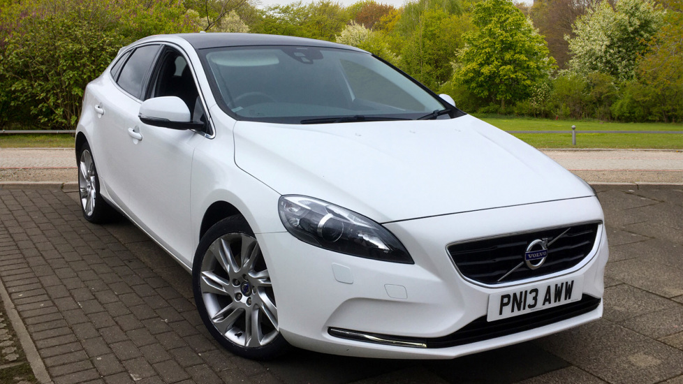 Volvo V40 D4 SE Lux Nav Geartronic - Panoramic Glass Roof and Winter Pack 2.0 Diesel Automatic 5 door Hatchback (2013) image