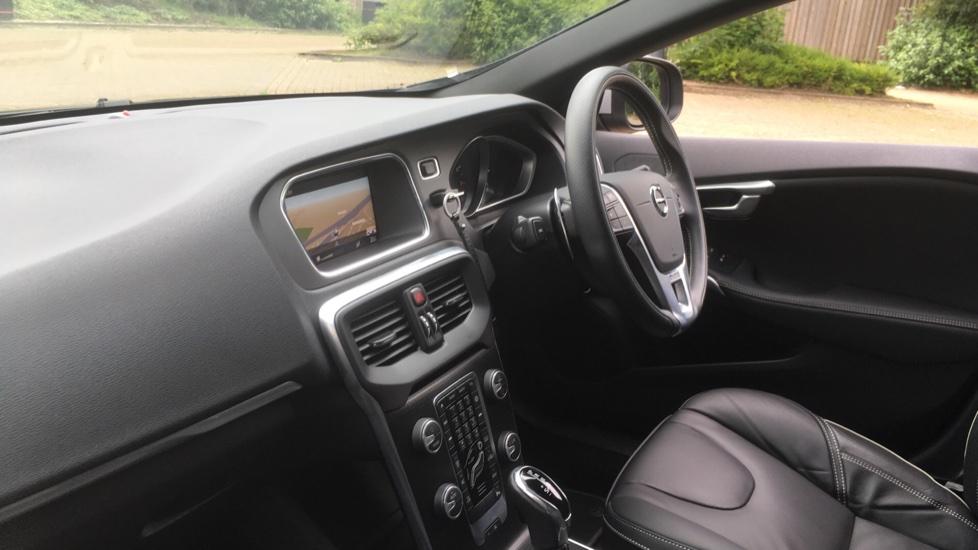Volvo V40 T3 [152] R DESIGN Edition Geartronic - Gearshift Paddl;es, SAT NAV, DAB Radio image 3