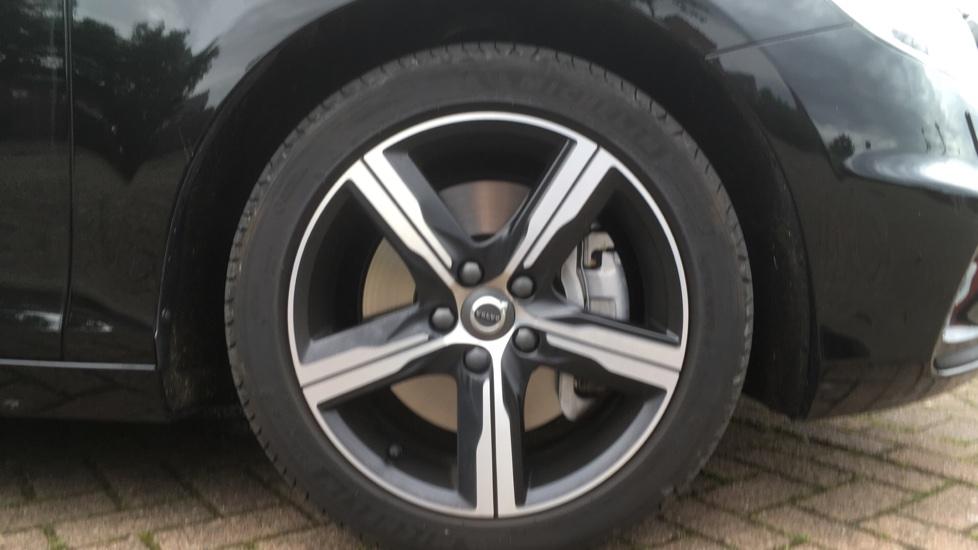 Volvo V40 T3 [152] R DESIGN Edition Geartronic - Gearshift Paddl;es, SAT NAV, DAB Radio image 5