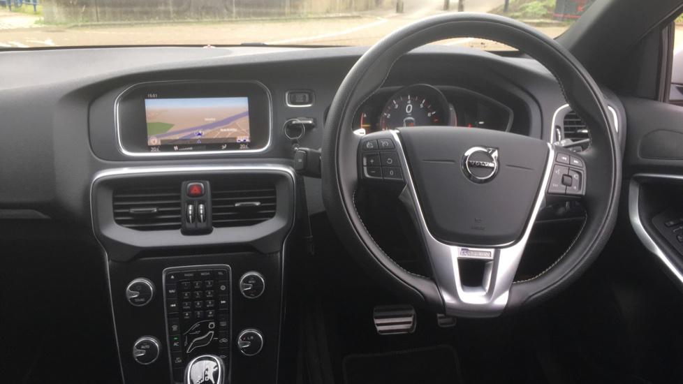 Volvo V40 T3 [152] R DESIGN Edition Geartronic - Gearshift Paddl;es, SAT NAV, DAB Radio image 6