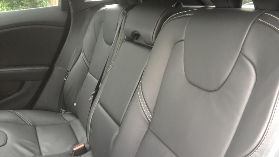 Volvo V40 T3 [152] R DESIGN Edition Geartronic - Gearshift Paddl;es, SAT NAV, DAB Radio image 10